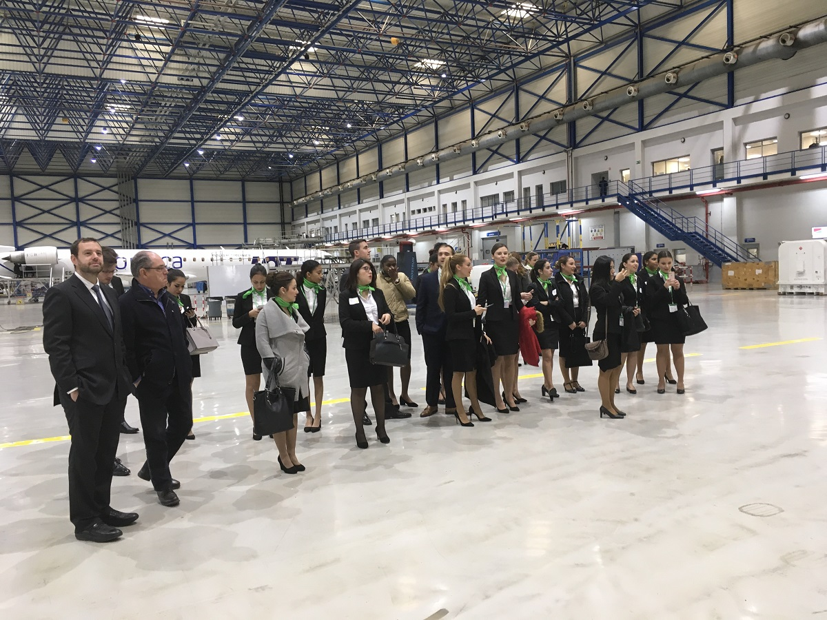 Air Nostrum Valencia recibe a Despega Formación la primera escuela de azafatas oficial de Valencia